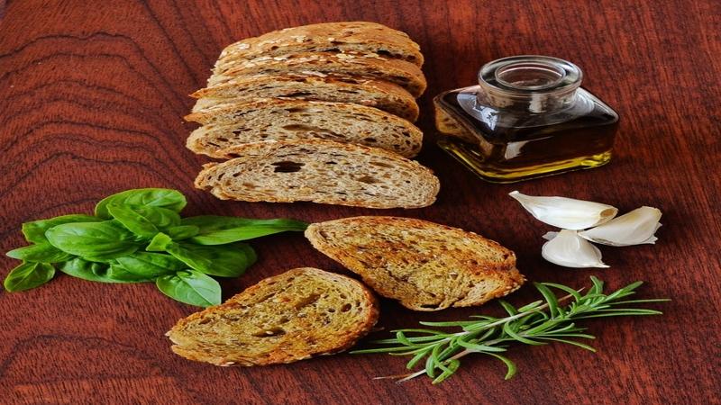 5-Minute Homemade Roasted Garlic Oil Recipe